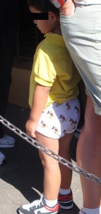moms-letting-kids-where-their-underwear-in-public-1