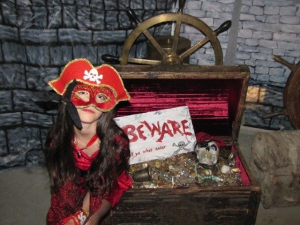 10-pirate-princess-and-teasure-chest-most-awesome-pirate-party