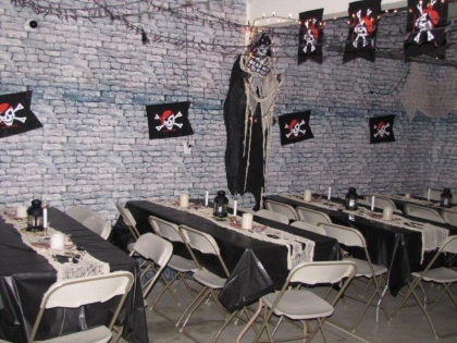 7-tables-and-pirate-flags-most-awesome-pirate-party